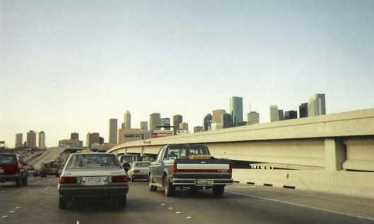 Houston,_TX_skyline_from_freeway